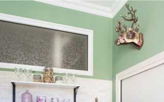 Окно между кухней и ванной: для чего нужно, как его задекорировать или убрать