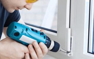 Можно ли вкручивать саморезы в пластиковые окна